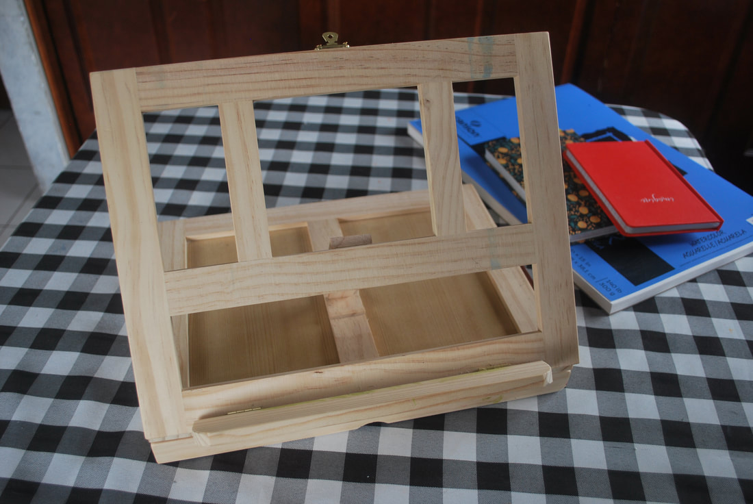 Wood desk easel